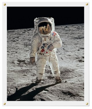 <em>Plexiglas-framed print, signed by Buzz Aldrin (32.5 x 40 cm / 12.8 x 15.7 in.)</em><em><br /> </em>
