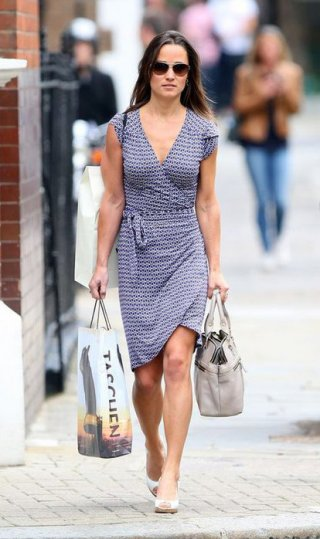 "<font size=""1"">Souci is everywhere: Pippa Middelton carrying a Souci bag<br /> </font>"