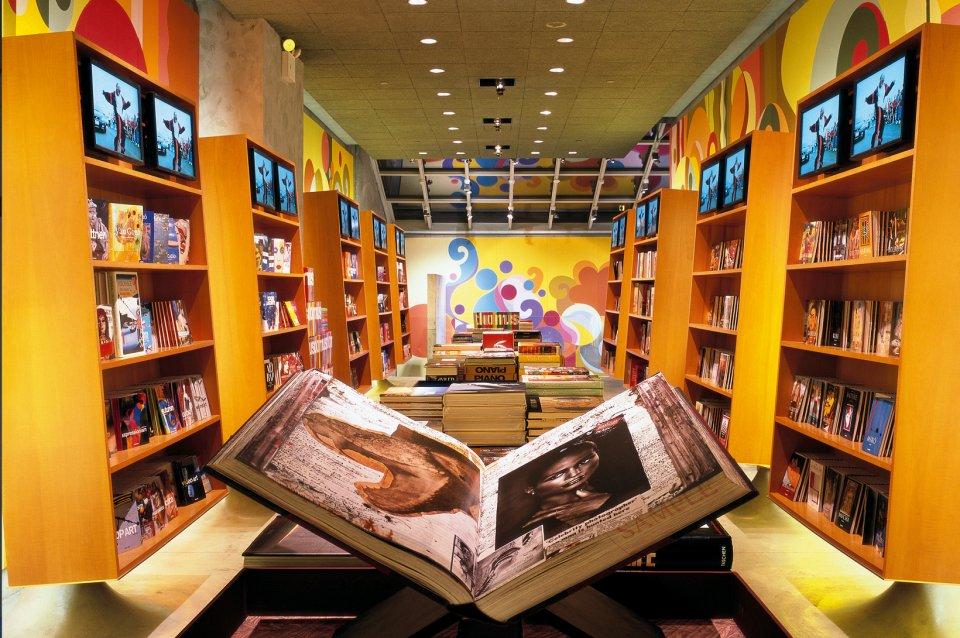 taschen books store new york. Black Bedroom Furniture Sets. Home Design Ideas