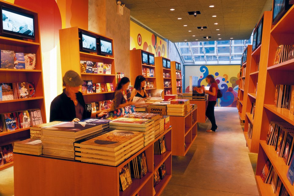 Taschen books store new york for Top furniture stores nyc